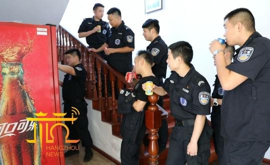 杭州一优秀辅警突然辞职:我失败了4年……领导却说,小伙子很励