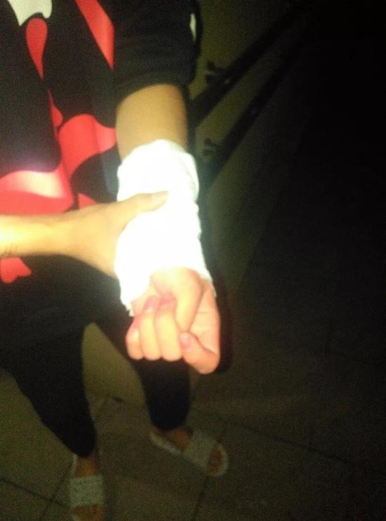 杭州一男子为挽回女友竟在自己身上划了139刀!民警:你这样女朋友