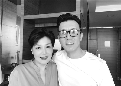 哈文和李咏(图片来自哈文微博)
