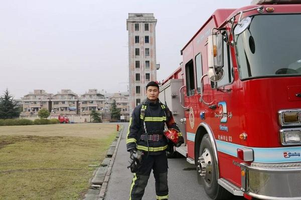 王林飞,消防救援,灭火救援,护目镜,圆锥角膜