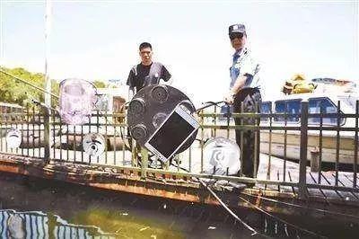 西湖打捞,周翔军警官,西湖,游客,周翔军