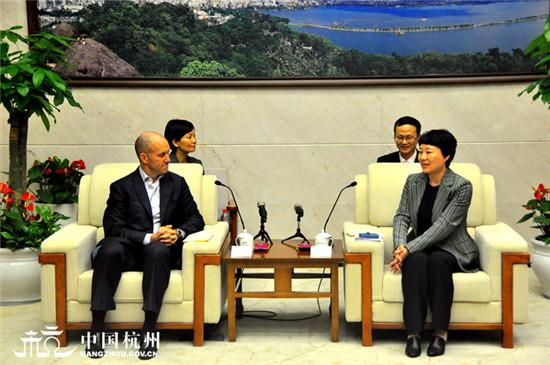 佟桂莉会见美国道富银行全球执行副总裁